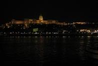 Der Burgpalast hinter der Donau