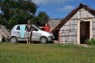 Unser Ersatzwagen: Hyundai Atos (vor der Strohhütte auf Cayo Coco)