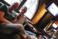 John und ich im Ozzy-Pub