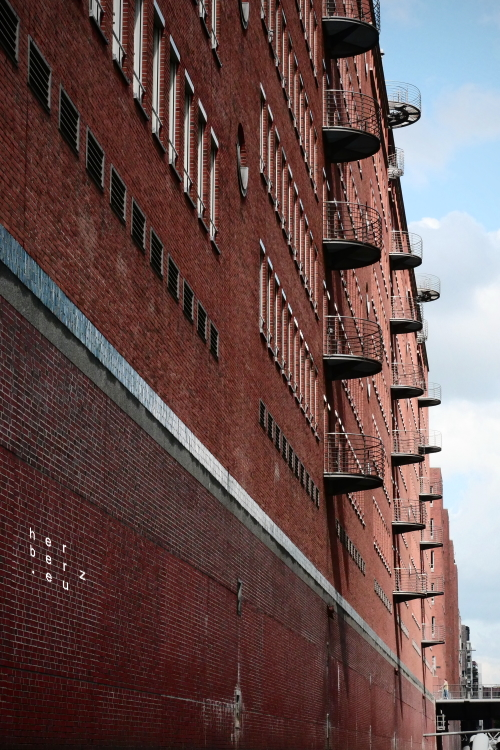 31/2031 – Backstein und Balkone